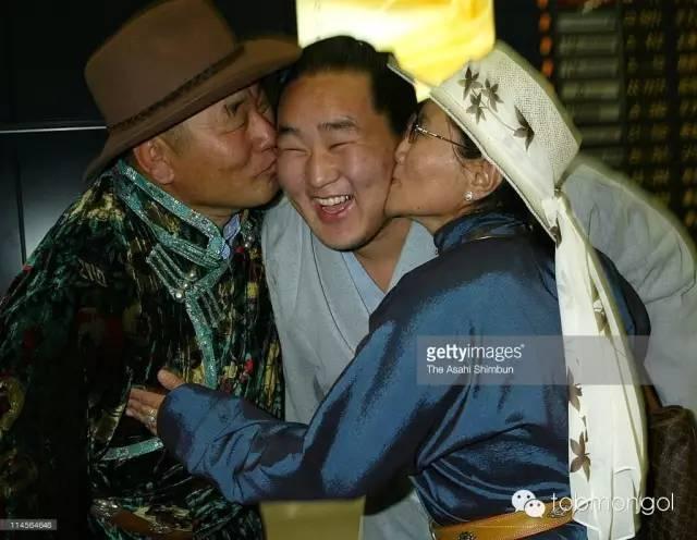这位蒙古人,他是马云、赵薇的偶像,还和普京、施瓦辛格合过影! 第11张