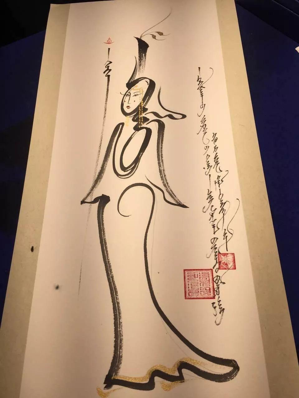 """蒙古国年轻画家展现文字艺术:  蒙古文字在他笔下""""活""""起来了 第4张"""