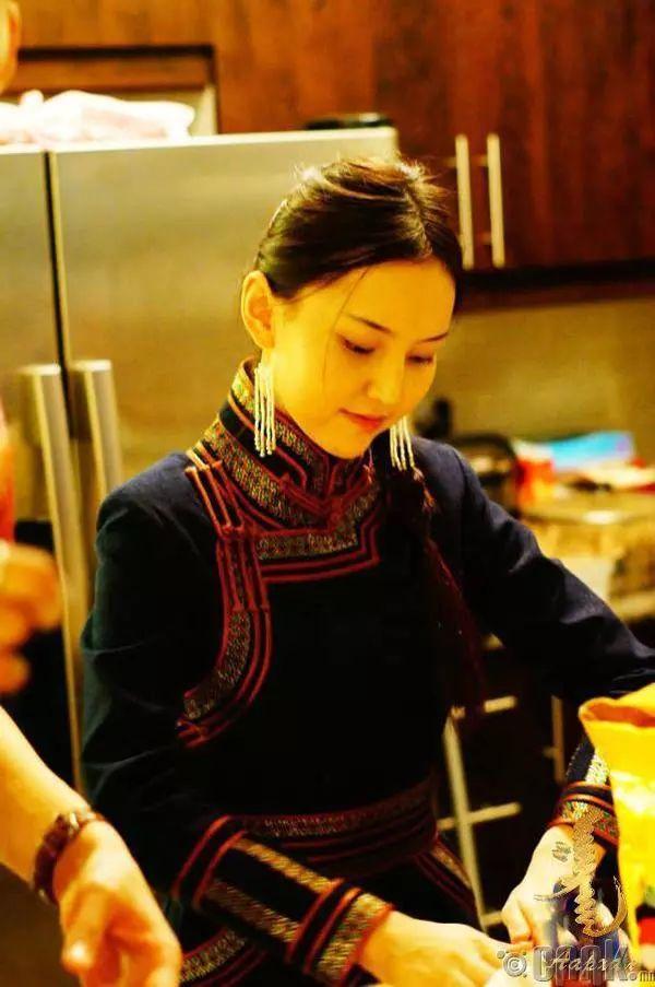 【蒙古佳丽】太漂亮了 蒙古美女们的新年自拍集... 第22张 【蒙古佳丽】太漂亮了 蒙古美女们的新年自拍集... 蒙古文化