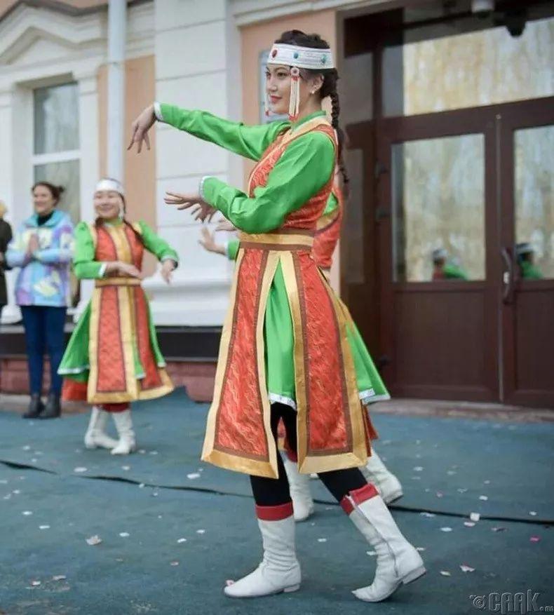 【蒙古佳丽】太漂亮了 蒙古美女们的新年自拍集... 第23张 【蒙古佳丽】太漂亮了 蒙古美女们的新年自拍集... 蒙古文化