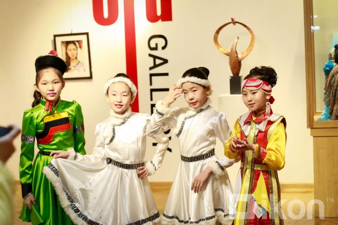 """蒙古国天才艺术家们的""""Mongol goo""""三八妇女节特别展览 第7张"""