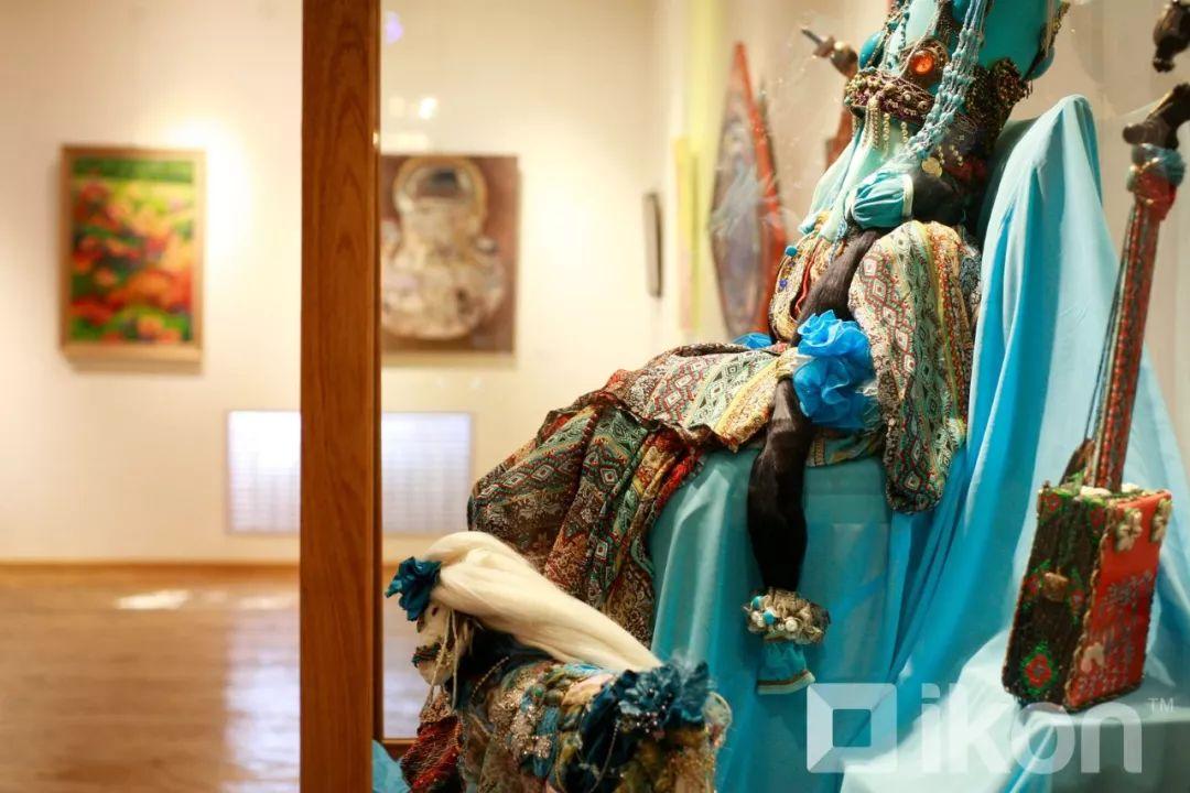"""蒙古国天才艺术家们的""""Mongol goo""""三八妇女节特别展览 第12张"""