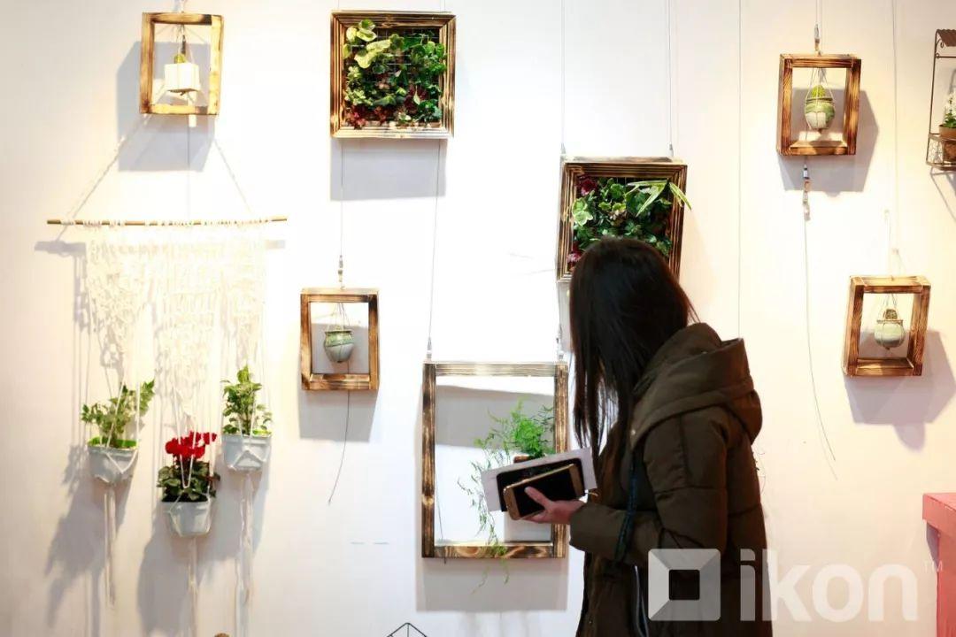 """蒙古国天才艺术家们的""""Mongol goo""""三八妇女节特别展览 第13张"""