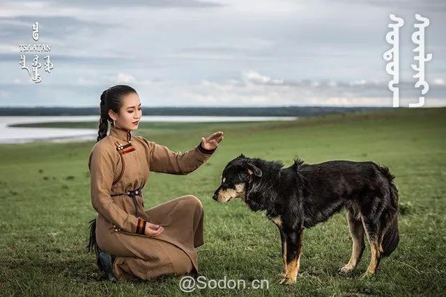 TSAATAN蒙古时装秋冬系列,来自驯鹿人的独特魅力! 第22张 TSAATAN蒙古时装秋冬系列,来自驯鹿人的独特魅力! 蒙古服饰