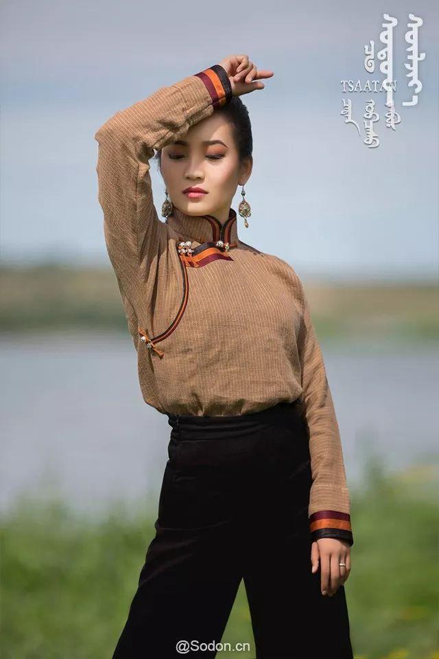 TSAATAN蒙古时装秋冬系列,来自驯鹿人的独特魅力! 第26张 TSAATAN蒙古时装秋冬系列,来自驯鹿人的独特魅力! 蒙古服饰