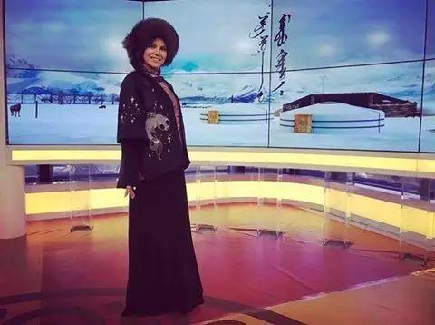 【蒙古服饰图片】蒙古国明星新年装扮 果然是民族服饰最美! 第14张