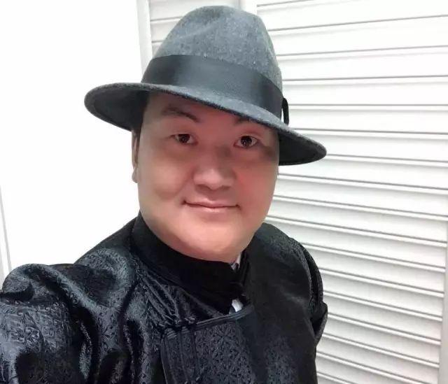 【蒙古服饰图片】蒙古国明星新年装扮 果然是民族服饰最美! 第28张
