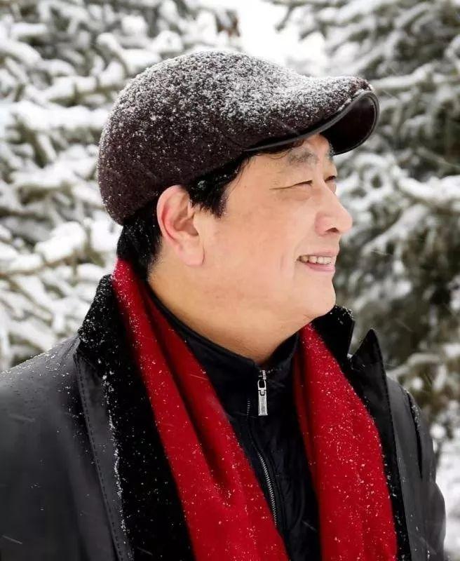 【蒙古音乐】孟和乌力吉全新MV《白云的故乡》 唱出深深故乡情 第2张