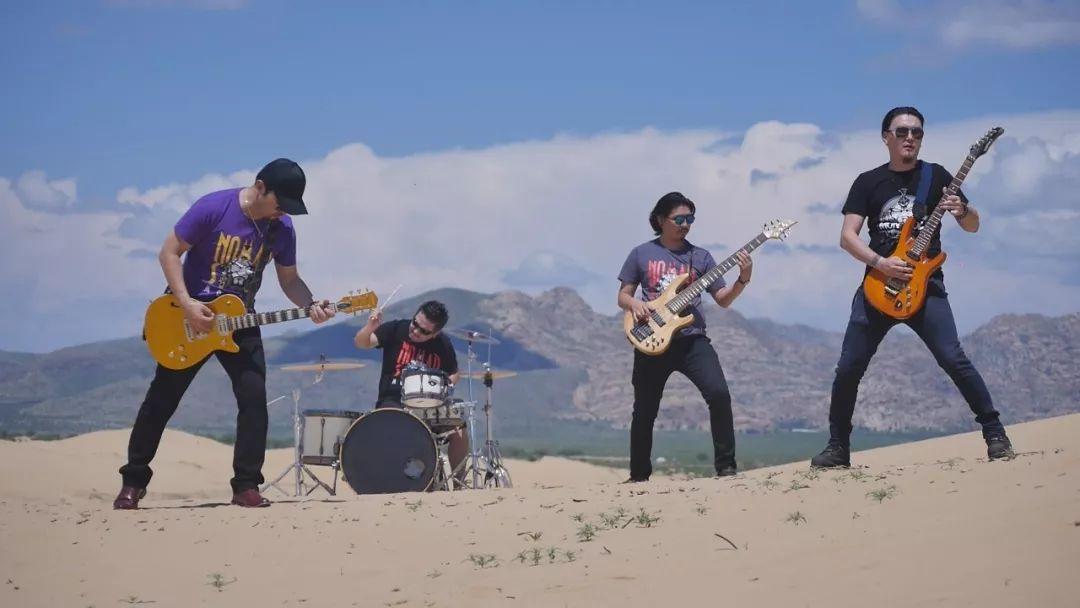 【蒙古音乐】肃腾乐队全新MV《Bi Mongol Er Hun》致敬蒙古汉子 第2张 【蒙古音乐】肃腾乐队全新MV《Bi Mongol Er Hun》致敬蒙古汉子 蒙古音乐