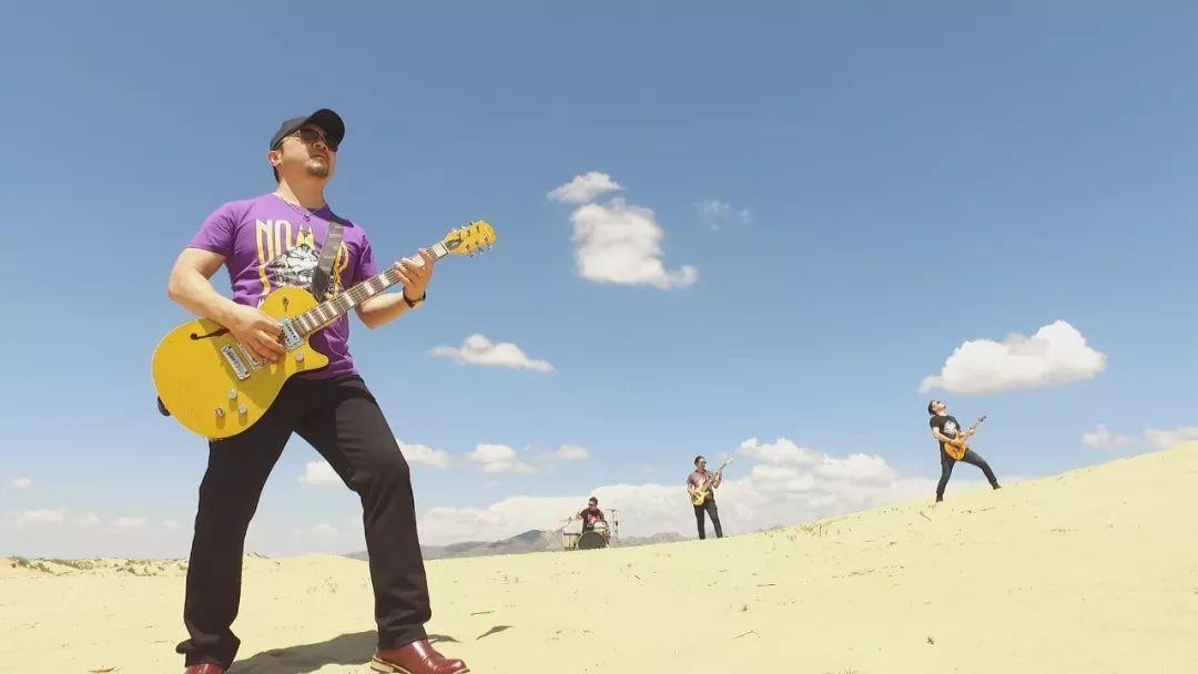 【蒙古音乐】肃腾乐队全新MV《Bi Mongol Er Hun》致敬蒙古汉子 第6张 【蒙古音乐】肃腾乐队全新MV《Bi Mongol Er Hun》致敬蒙古汉子 蒙古音乐