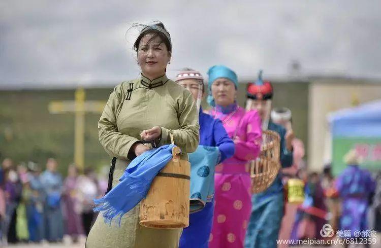 第三届察哈尔蒙古族服装服饰展演剪影 第19张