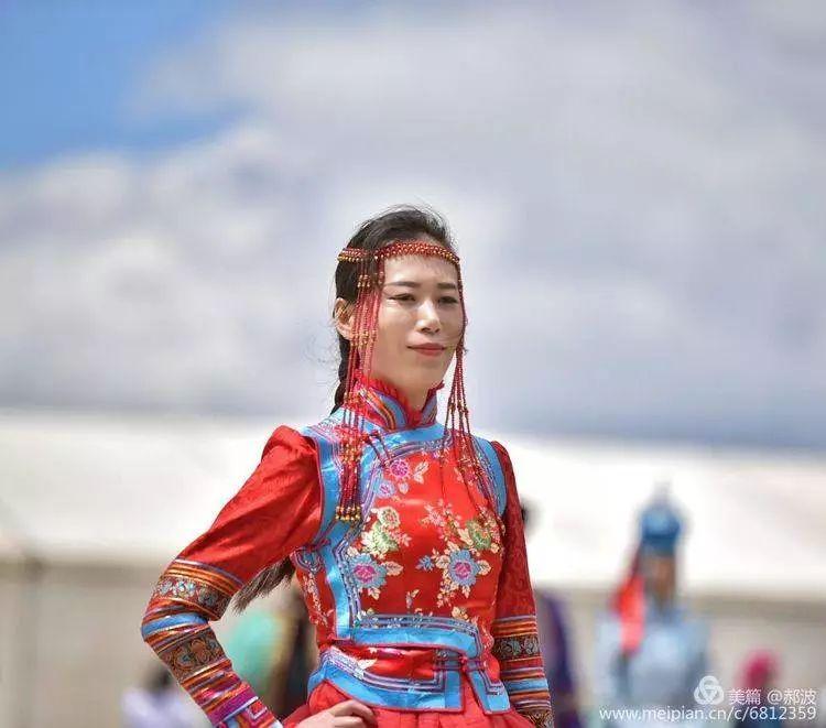 第三届察哈尔蒙古族服装服饰展演剪影 第36张