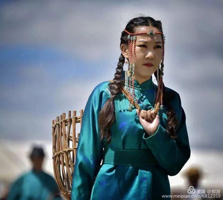 第三届察哈尔蒙古族服装服饰展演剪影 第44张
