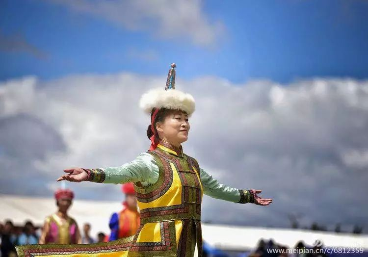 第三届察哈尔蒙古族服装服饰展演剪影 第42张
