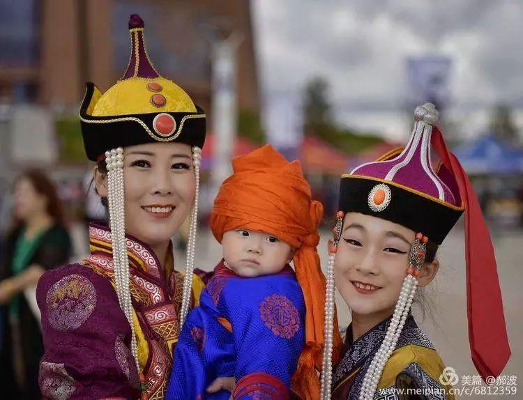 第三届察哈尔蒙古族服装服饰展演剪影 第79张