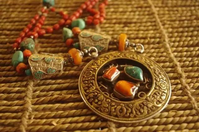蒙古族:一个热爱银饰的民族 第1张 蒙古族:一个热爱银饰的民族 蒙古工艺
