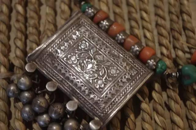 蒙古族:一个热爱银饰的民族 第4张 蒙古族:一个热爱银饰的民族 蒙古工艺