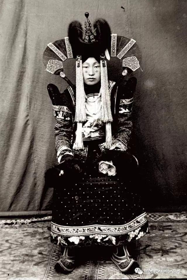 老照片:见证百年前蒙古女性(组图) 第8张 老照片:见证百年前蒙古女性(组图) 蒙古文化