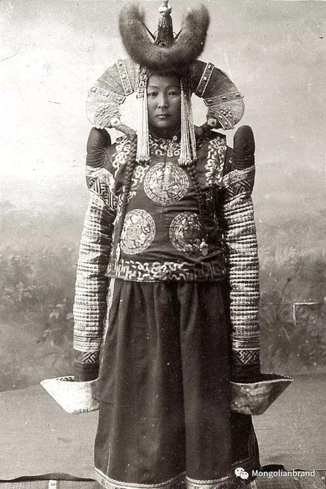 老照片:见证百年前蒙古女性(组图) 第10张 老照片:见证百年前蒙古女性(组图) 蒙古文化