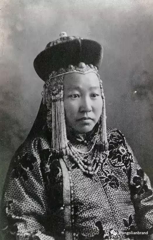 老照片:见证百年前蒙古女性(组图) 第25张 老照片:见证百年前蒙古女性(组图) 蒙古文化