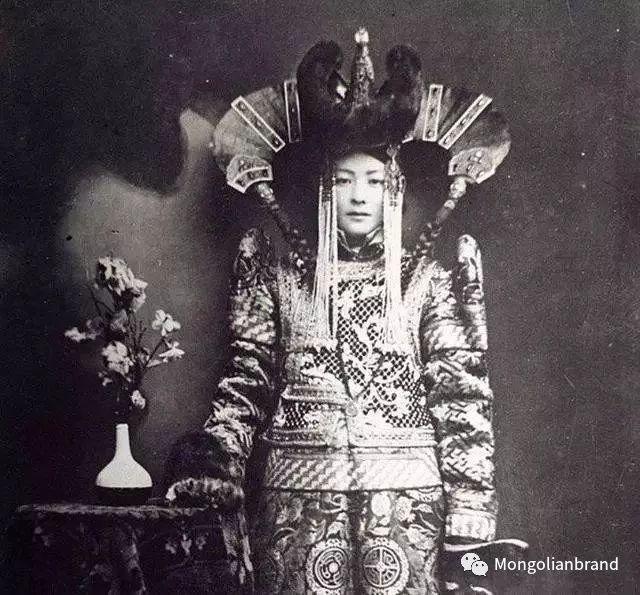 老照片:见证百年前蒙古女性(组图) 第24张 老照片:见证百年前蒙古女性(组图) 蒙古文化