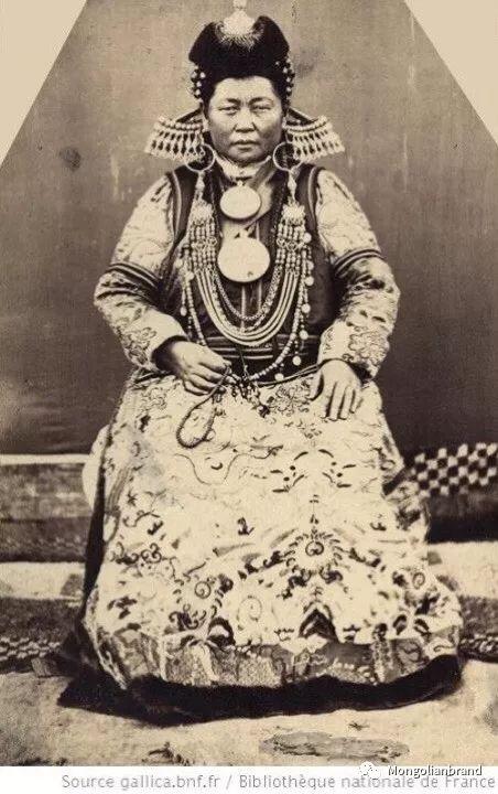 老照片:见证百年前蒙古女性(组图) 第29张 老照片:见证百年前蒙古女性(组图) 蒙古文化