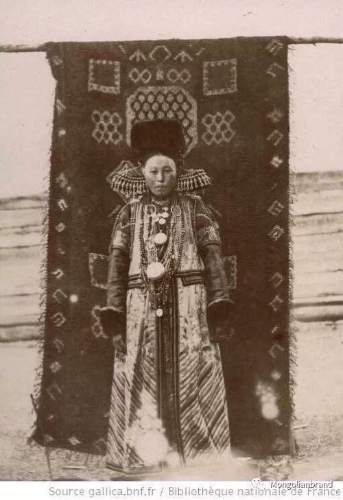 老照片:见证百年前蒙古女性(组图) 第26张 老照片:见证百年前蒙古女性(组图) 蒙古文化