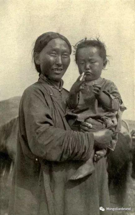 老照片:见证百年前蒙古女性(组图) 第41张 老照片:见证百年前蒙古女性(组图) 蒙古文化
