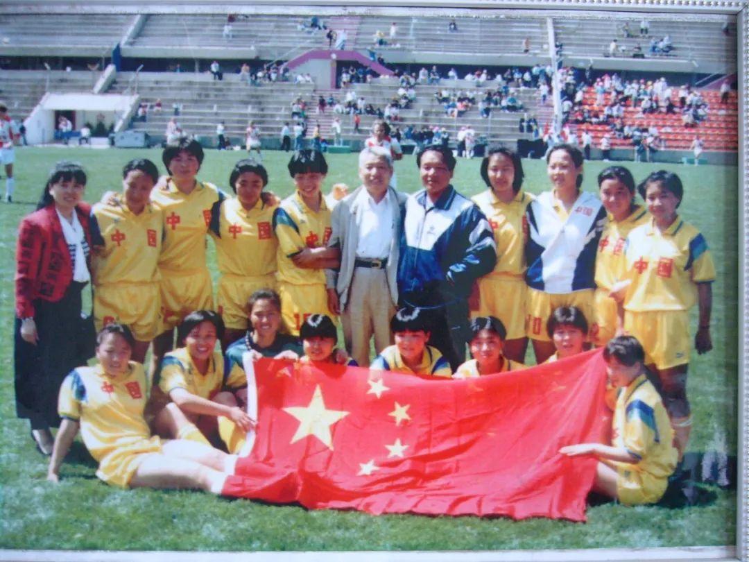 中国足球唯一荣获世界冠军的蒙古女子足球队 第1张