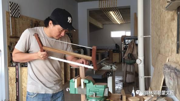 【头条】蒙古族小伙图拉古日坚持做木匠 打拼属于自己的一片天 第1张