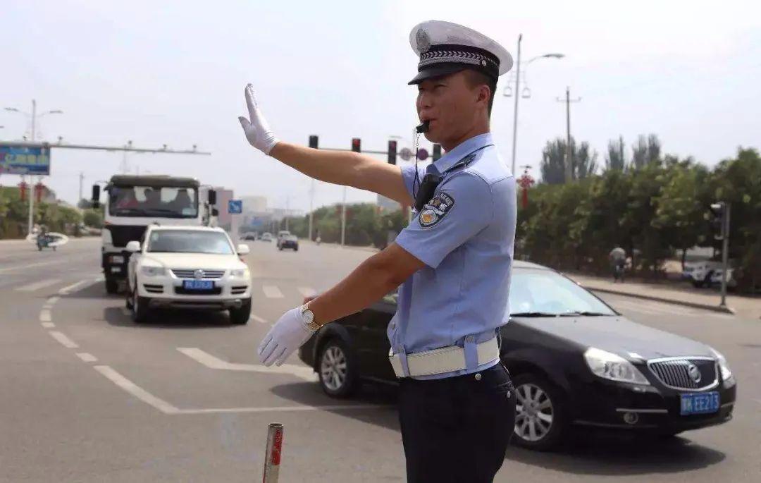 【蒙文版】一盔一带 安全常在——交警致广大驾驶员的一封公开信 第1张