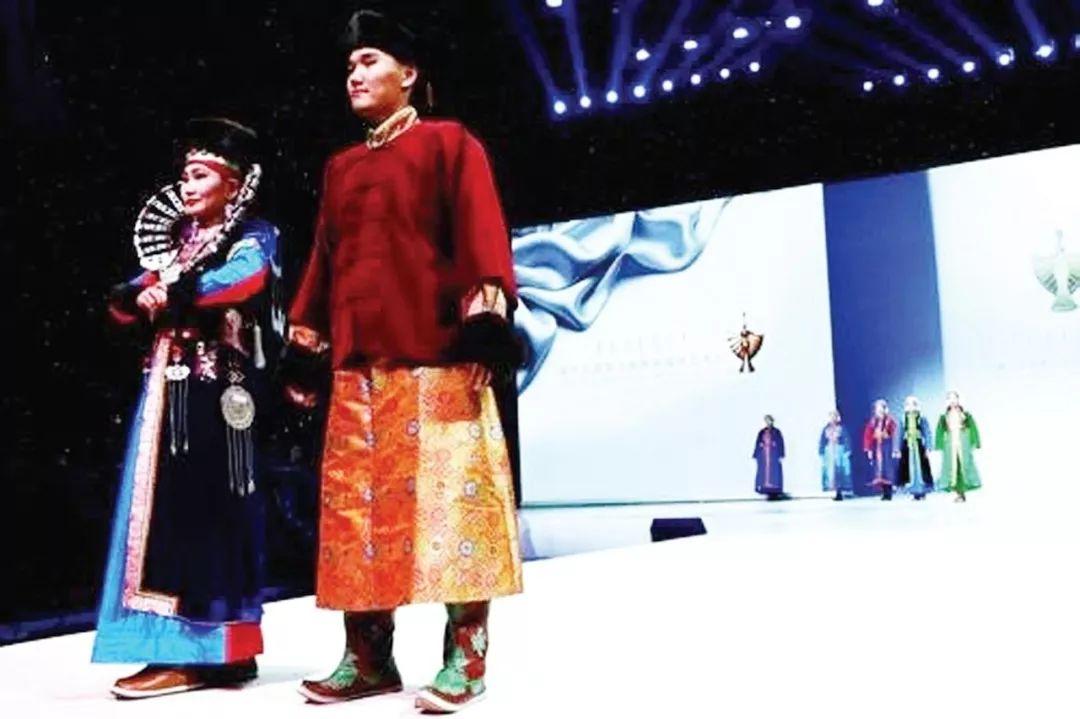 巴尔虎蒙古族服饰:那一抹惊艳犹如画中(Mongol) 第1张 巴尔虎蒙古族服饰:那一抹惊艳犹如画中(Mongol) 蒙古服饰