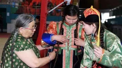 巴尔虎传统蒙古袍即将开启创世界吉尼斯纪录之旅 第4张