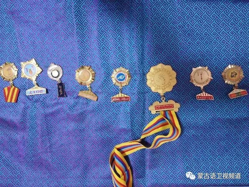 巴尔虎传统蒙古袍即将开启创世界吉尼斯纪录之旅 第7张