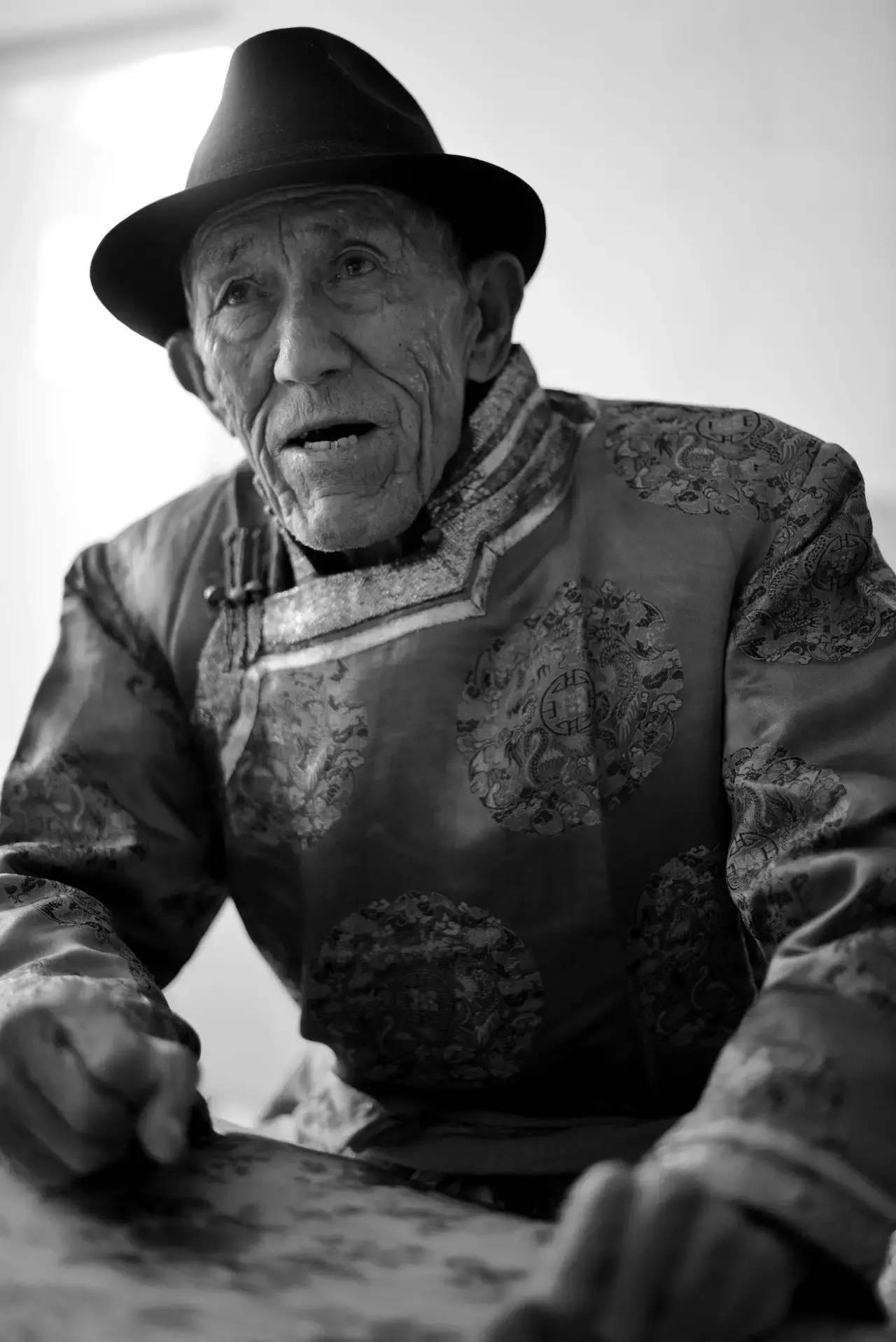 【ANU美图】摄影师吉雅:传统蒙古族牧民黑白纪实作品欣赏 第6张 【ANU美图】摄影师吉雅:传统蒙古族牧民黑白纪实作品欣赏 蒙古文化
