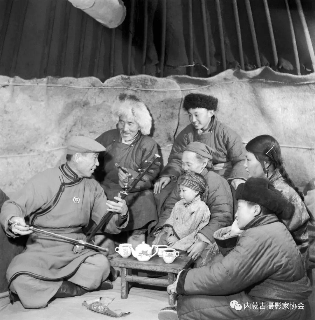 作品赏析丨内蒙古老摄影家岳枫镜头下的精彩瞬间 第3张 作品赏析丨内蒙古老摄影家岳枫镜头下的精彩瞬间 蒙古文化