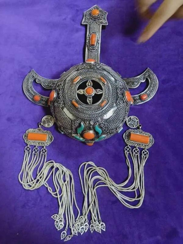 一年20份订单!牧民纯手工打造的蒙古族头饰广受欢迎 第4张