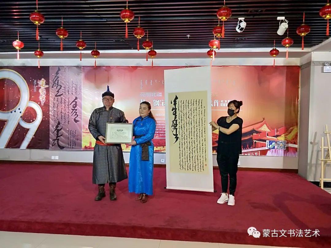 亮丽北疆,纪念建党99周年钢宝力达蒙古文书法展在呼市举行 第7张