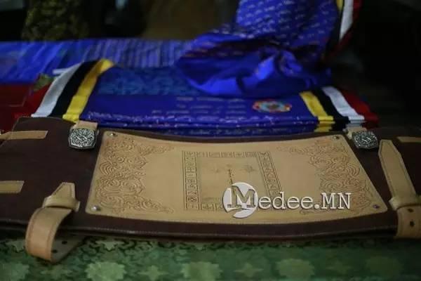 世界上独一无二的刺绣本蒙古秘史,价值连城 第22张