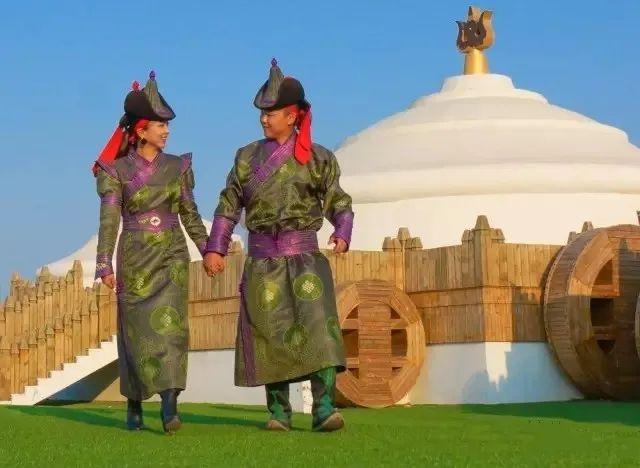 乌拉特蒙古族服饰(民俗) 第1张 乌拉特蒙古族服饰(民俗) 蒙古服饰