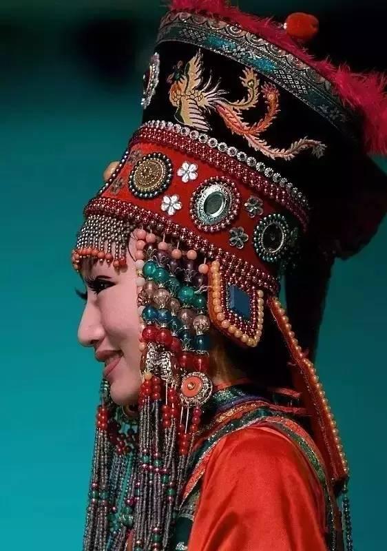 蒙古族姑娘婚礼头饰 第3张 蒙古族姑娘婚礼头饰 蒙古工艺