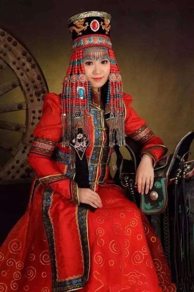 蒙古族姑娘婚礼头饰 第4张 蒙古族姑娘婚礼头饰 蒙古工艺