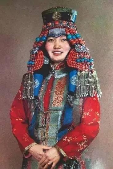 蒙古族姑娘婚礼头饰 第7张 蒙古族姑娘婚礼头饰 蒙古工艺