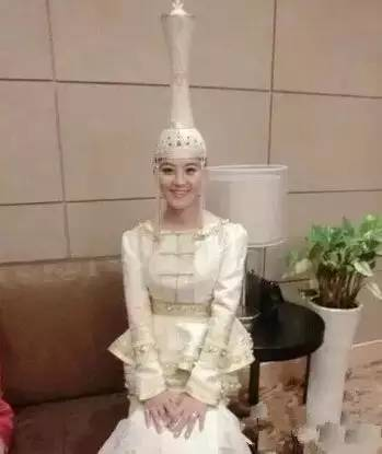 蒙古族姑娘婚礼头饰 第8张 蒙古族姑娘婚礼头饰 蒙古工艺