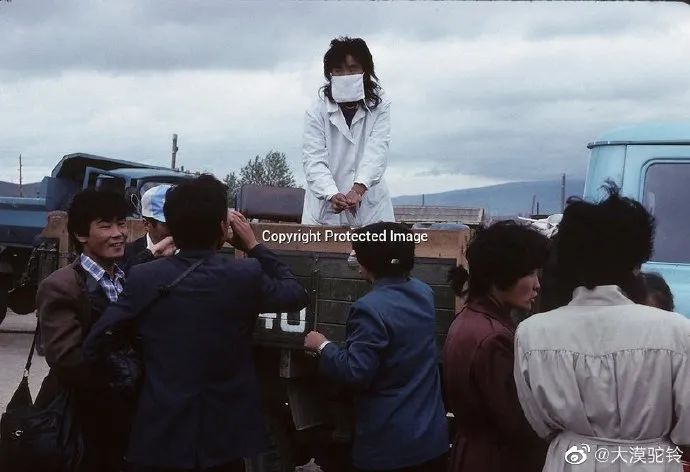 法国摄影师拍的蒙古国第一届民主选举 - 蒙古人在新社会的门槛上 第9张