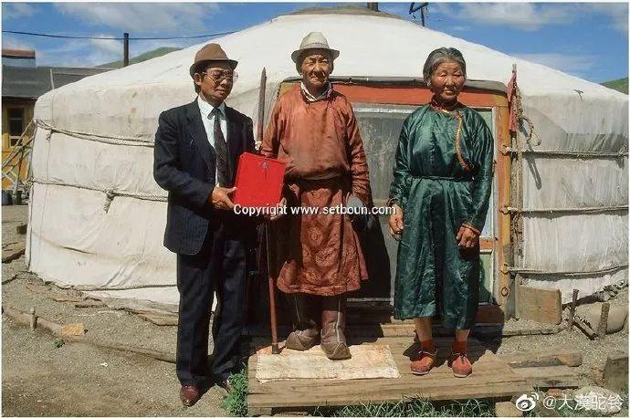 法国摄影师拍的蒙古国第一届民主选举 - 蒙古人在新社会的门槛上 第7张