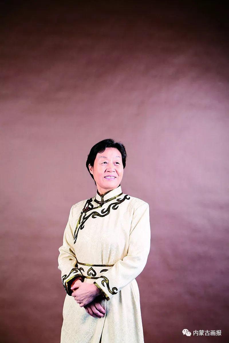 内蒙古出版界第一位蒙古族女社长—莫德格 第10张 内蒙古出版界第一位蒙古族女社长—莫德格 蒙古文化