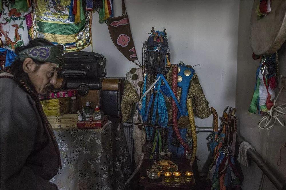 摄影艺术展:呼德尔朝鲁萨满和他的弟子们 第5张