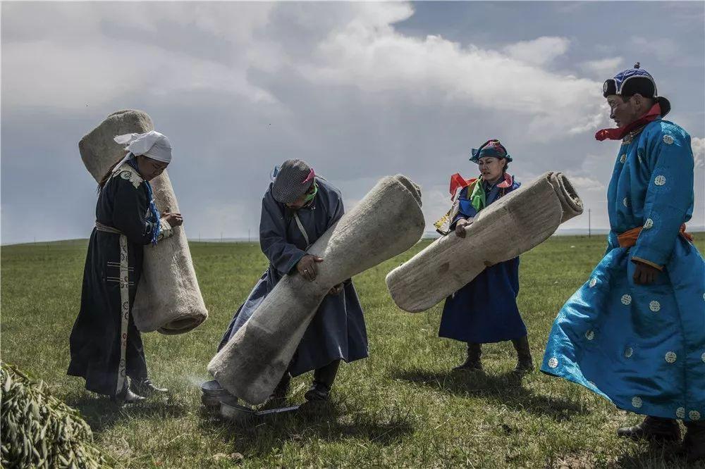 摄影艺术展:呼德尔朝鲁萨满和他的弟子们 第4张
