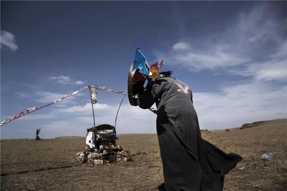 摄影艺术展:呼德尔朝鲁萨满和他的弟子们 第8张